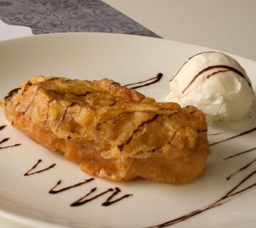torrija con helado de vainilla