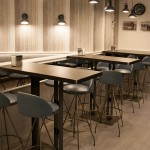 Mesas con taburetes