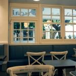 Mesas y ventanal